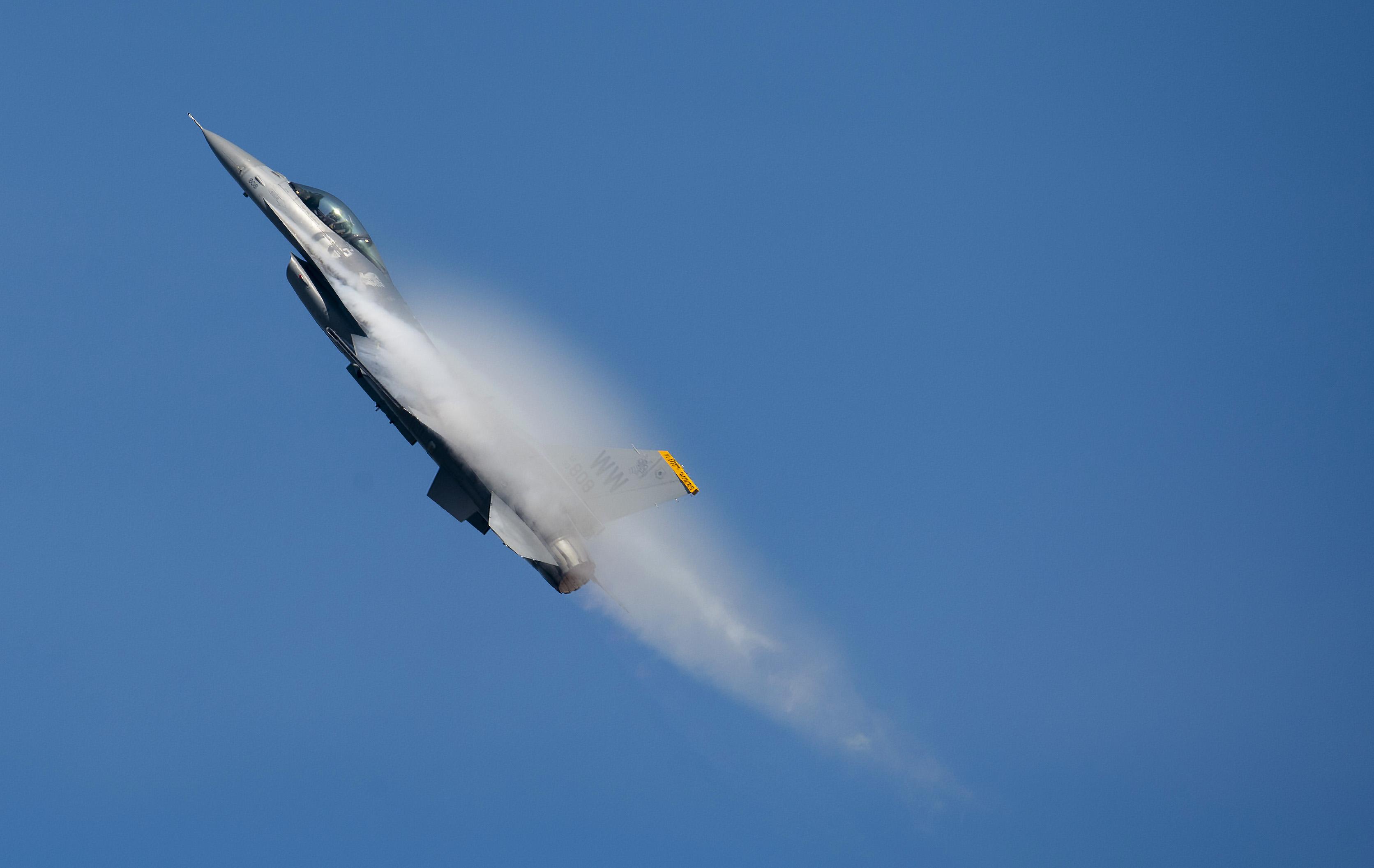 F-16 PACAF Viper Demo team